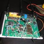тук се вижда, че съм свързал резистора (дясната част) към TX на usb конвертора и антената която скъсах къде съм я запоявал :)